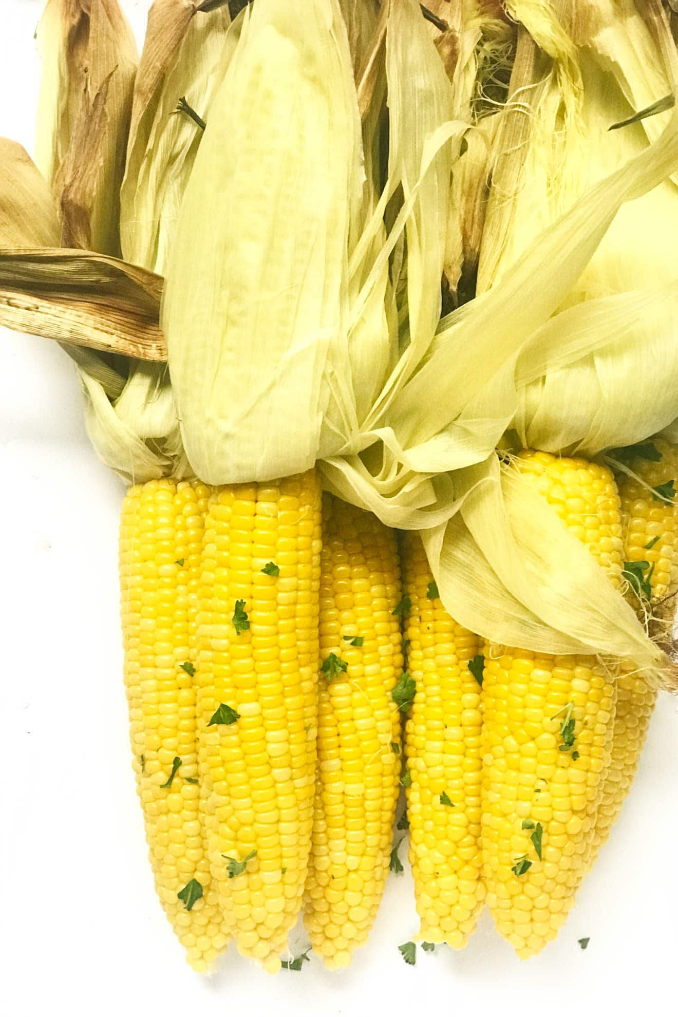 Corn on the cob has never been so simple! An oven and 30 min is all you need to make the best oven roasted corn on the cob your mouth has ever tasted!