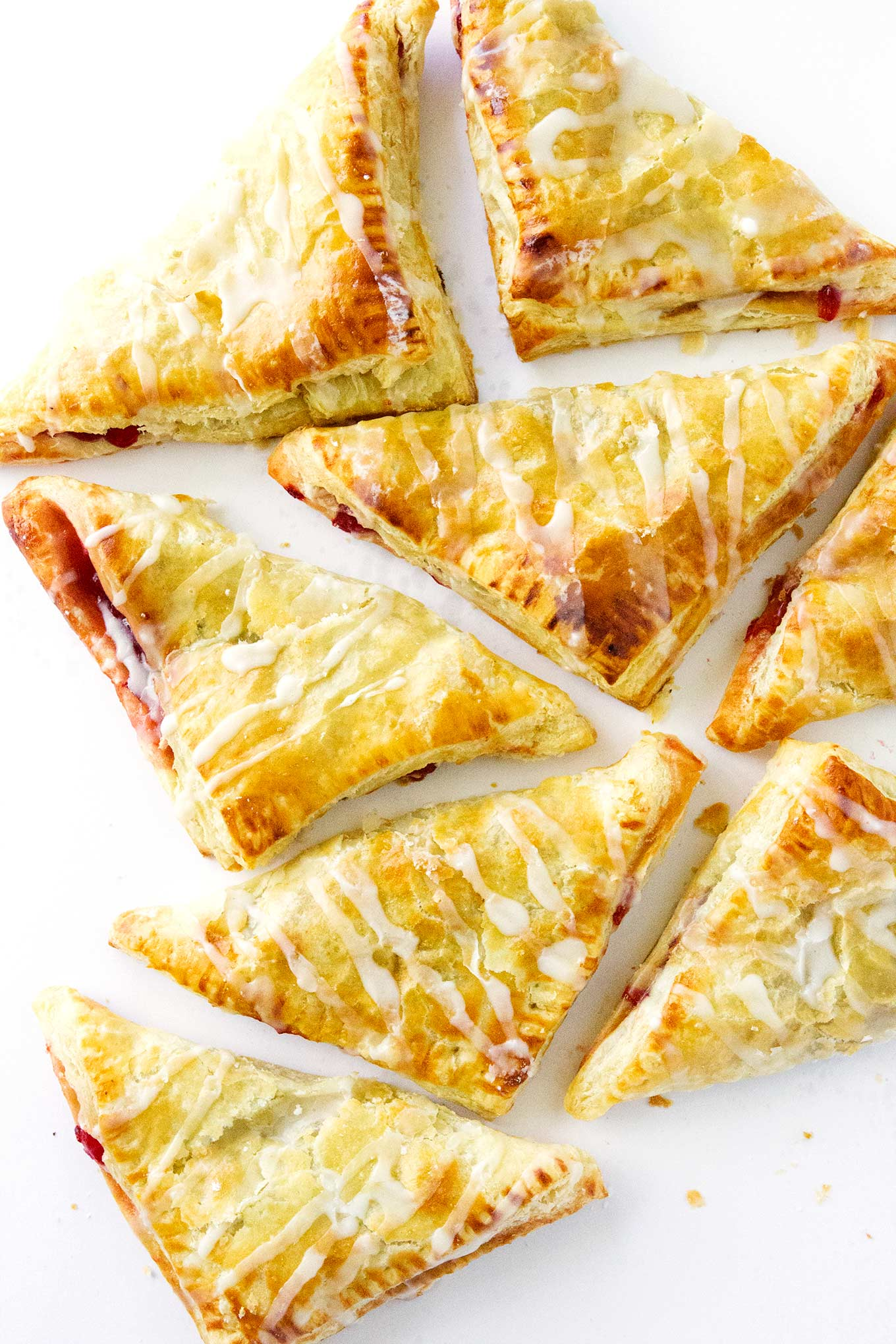 These puff pastry turnovers are so incredibly easy to make! All you need is puff pastry sheets and a can of any flavor of pie filling and you got yourself some deliciously scrumptious puff pastry turnovers. Winning!